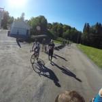 Resten av startfeltet. Det var også noen syklister som skulle danne baktropp.