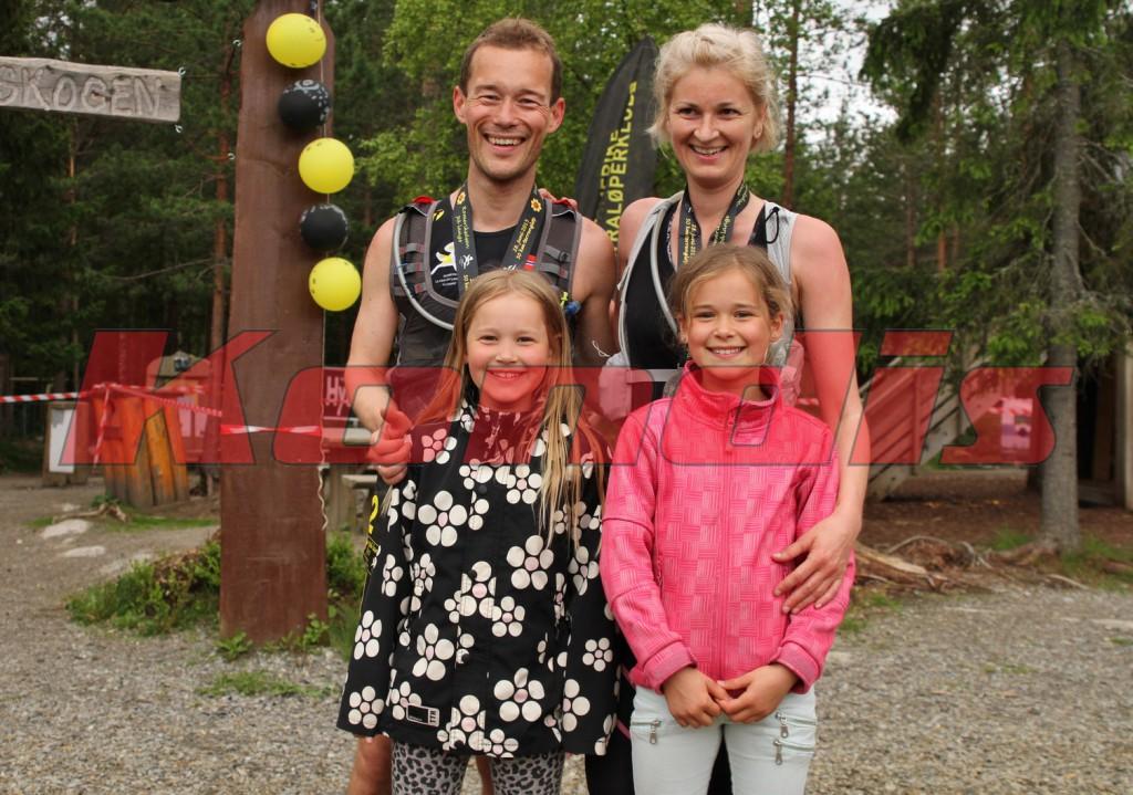 Ved målgang ble det gjensyn med resten av familien. Ser ikke bort fra at vi er fire ultraløpere om noen år! (Foto: Olav Engen/Kondis, bildet er rett og slett stjålet fra Kondis sin bildekarusell)