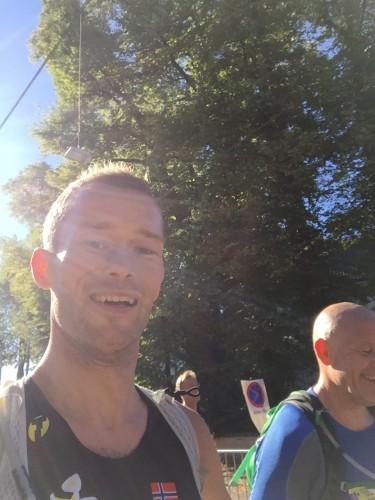 Andre runde av maraton. Her er vi ved ca 26-27 kilometer. Fortsatt godt humør og i fin form!