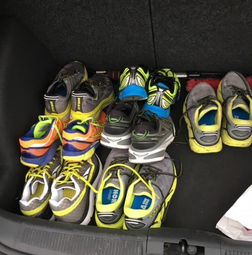 I bagasjerommet på bilen har jeg sko... her ser vi Huaka, Zealot, Paradigm, Mirage 5, Bondi 4, og 2 stk Clifton 2. Jeg brukte det ene Clifton2-parret, Huaka og Zealot.